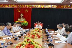 Đồng chí Bùi Văn Tỉnh, UVT.Ư Đảng, Bí thư Tỉnh uỷ, Chủ tịch HĐND tỉnh chủ trì hội nghị.