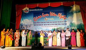 Các hội viên của hai chi hội phụ nữ tham gia đêm giao lưu.