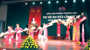 Chương trình biểu diễn nghệ thuật chào mừng Đại hội Đảng bộ phường Phương Lâm (TPHB) ghi nhận sự phát triển sâu rộng của phong trào văn nghệ quần chúng ở cơ sở.