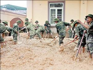 TP Hạ Long huy động các lực lượng hỗ trợ người dân khắc phục hậu quả mưa, lũ, ổn định cuộc sống.