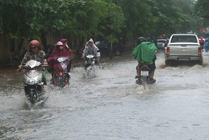 Mưa lớn kéo dài gây ngập nhiều nơi trên địa bàn TP Điện Biên Phủ, tỉnh Điện Biên.