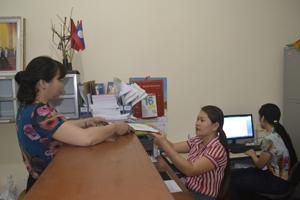 Cán bộ Văn phòng Huyện ủy Cao Phong nêu cao tinh thần trách nhiệm thực hiện nhiệm vụ được giao.