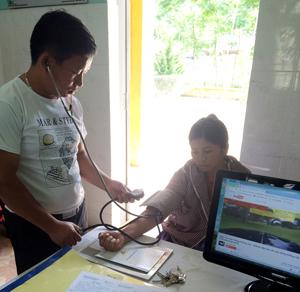 Những năm qua, đội ngũ y, bác sỹ trạm y tế xã Hang Kia (Mai Châu) đã chủ động khắc phục khó khăn, từng bước nâng cao chất lượng khám, chữa bệnh cho nhân dân.