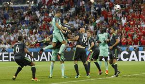 Ronaldo một lần nữa ghi bàn thắng quan trọng bằng đầu. Ảnh: Reuters.