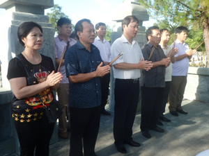 Đoàn công tác của tỉnh dâng hương tại nghĩa trang liệt sỹ Quốc gia Trường Sơn và Đường 9