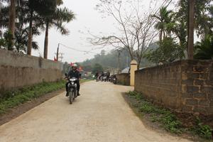 Hệ thống đường GTNT xã Lâm Sơn  (Lương Sơn) được  đầu tư xây dựng  đạt chuẩn đáp ứng nhu cầu đi lại và  giao lưu hàng hoá  của nhân dân.