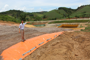 Công ty cổ phần khoáng sản đồng An Phú đang tập trung khắc phục hậu quả bằng việc xây kè chắn và phủ bạt chống thấm xung quanh bãi chứa quặng.