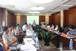Các đại biểu phát biểu thảo luận tại hội nghị.