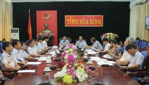 Điểm cầu tỉnh ta có đồng chí Bùi Văn Cửu, Phó Chủ tịch UBND tỉnh và lãnh đạo các sở, ban, ngành liên quan.