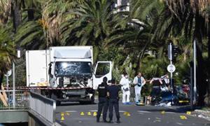 Chiếc xe tải lỗ chỗ vết đạn được sử dụng trong vụ tấn công ở Nice. Ảnh: AFP