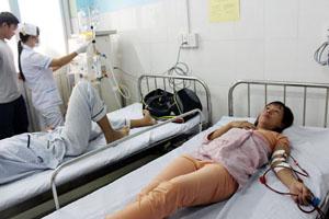 Những bệnh nhân đầu tiên được lọc thận tại trạm y tế phường.