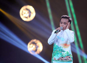 Hồ Văn Cường - cậu bé chân đất đăng quang Thần tượng âm nhạc nhí mùa đầu tiên.