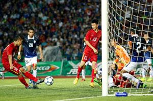 U16 Việt Nam (đỏ) hoàn thành mục tiêu vào chung kết
