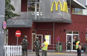 Cảnh sát phong tỏa hiện trường nơi xảy ra vụ xả súng. Ảnh: AP
