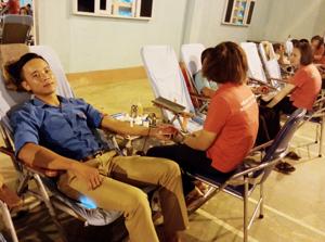 ĐVTN trên địa bàn huyện Lạc Sơn tích cực tham gia hiến máu tình nguyện.