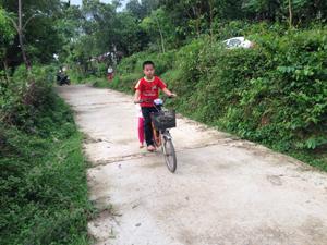 Con đường xóm Đồng Lau, Cao Răm, Lương Sơn được bê tông hóa giúp cho việc đi lại của nhân dân được thuận tiện hơn.