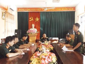 """Chi bộ Ban Hậu cần - kỹ thuật, Ban CHQS huyện Cao Phong tổ chức sinh hoạt chính trị tự soi, tự sửa""""."""