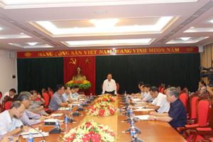 Đồng chí Bùi Văn Tỉnh, Ủy viên BCH T.Ư Đảng, Bí thư Tỉnh ủy làm việc với BQL các KCN và Chi cục hải quan Hòa Bình