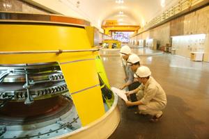 Năm 2016, Công ty Thủy điện Hòa Bình  đạt mốc sản xuất 200 tỷ KWh điện. ảnh: p.v