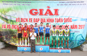 Đội Hòa Bình xuất sắc giành HCV nội dung Băng đồng tiếp sức nam.