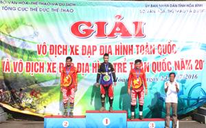 VĐV Hà Thế Long (đội Thanh Hoá) tuy bị chấn thương nhưng vẫn cố gắng xuất sắc giành HCV nội dung đổ đèo cá nhân nam.
