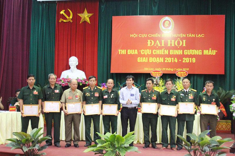 """Đại hội thi đua """"Cựu chiến binh gương mẫu"""" huyện Tân Lạc"""