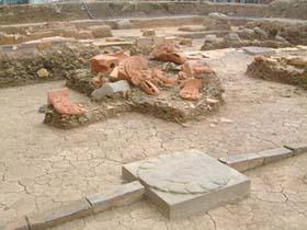 Hoàng thành Thăng Long được phát lộ từ tháng 12-2002 và từ đó đến nay đã khai quật trên diện tích hơn 19.000 m².