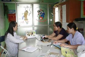 Phụ nữ xã Mông Hóa thường xuyên được tuyên truyền kiến thức KHHGĐ an toàn.