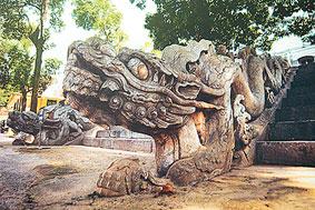 Rồng đá trên thềm điện Kinh Thiên - Trung tâm Hoàng thành Thăng Long.
