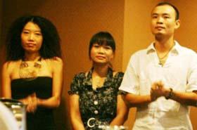 Phan Huyền Thư (giữa), một trong số các nhà  làm phim trẻ của Hãng.