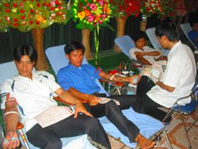 ĐVTN đi đầu trong phong trào hiến máu nhân đạo.