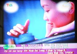 Hình ảnh quảng cáo kem trắng da trên một kênh truyền hình