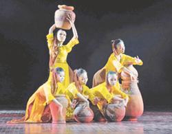 Tiết mục dự thi tác phẩm múa các Dân tộc Việt Nam năm 2010