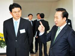 Ông Kim Tae-ho (trái) được Tổng thống Lee Myung-bak đề cử làm thủ tướng mới của Hàn Quốc