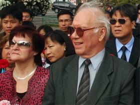 Nhà Việt Nam học người Nga, Evgheny Glazunov (hàng đầu, bên phải).