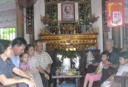 Dưới mái nhà cổ do cha ông để lại, 5 thế hệ con cháu gia đình nhà ông Cau đang cùng chung sống thuận hoà, đoàn kết