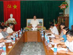 Đồng chí Bùi Văn Cửu, Phó Chủ tịch UBND tỉnh, Trưởng Ban tổ chức phát biểu định hướng về công tác tổ chức giải