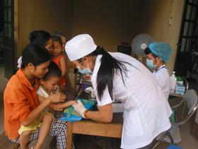 Tiêm phòng bệnh góp phần đảm bảo sức khoẻ cho trẻ dưới 5 tuổi.
