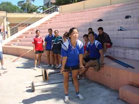 Đội tuyển đẩy gậy nỗ lực luyện tập để giành được thứ hạnh cao nhất.