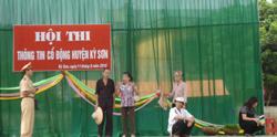 Tiết mục biểu diễn tuyên truyền luật ANGT của thị trấn Kỳ Sơn