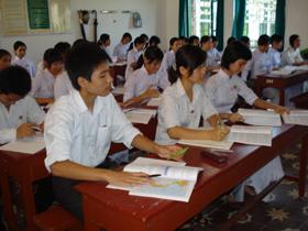 Học sinh trường THPT chuyên Hoàng Văn Thụ tích cực thi đua học tốt.