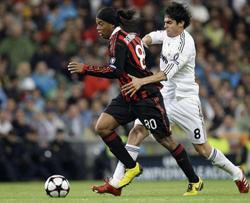 Milan từng gieo sầu cho Real Madrid (trắng) ở vòng bảng mùa trước.