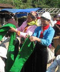 Sản phẩm dệt thổ cẩm của người dân xã Chiềng Châu đang dần khẳng định chỗ đứng trên thị trường.