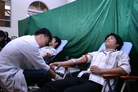 Phong trào hiến máu nhân đạo được nhân dân trên địa ban huyện tham gia nhiệt tình.