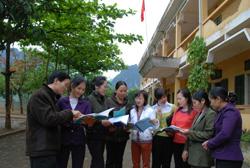 Các thầy cô giáo trường THCS Kim Binh thường xuyên trao đổi kinh nghiệm giảng dạy nhằm nâng cao chất lượng dạy học của nhà trường