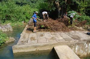 Công trình đầu nguồn luôn được người dân xã Quy Mỹ (Tân Lạc)bảo vệ, dọn vệ sinh đảm bảo nguồn nước ổn định.
