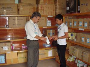 Trung tâm YTDP huyện Đà Bắc chủ động cơ số thuốc, hóa chất cho phòng chống các bệnh truyền nhiễm.
