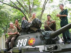 Xe tăng 390 và những chiến sĩ của thời khắc lịch sử đã được trả lại vị trí của mình trong lịch sử-