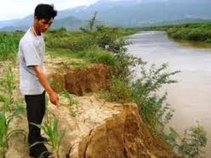 Bờ sông Krông Ana bị sạt lở đoạn qua thôn 2, xã Cư Kty.