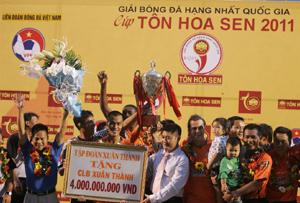 Chiến thắng của Sài Gòn Xuân Thành song hành với sự mất điểm trong lòng người hâm mộ. Ảnh: Bá Châu